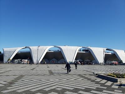 体育館の前にスタジアム.jpg
